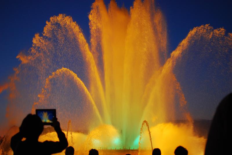 fontmagica-wasserspiele-barcelona-travel-magischerbrunnen6