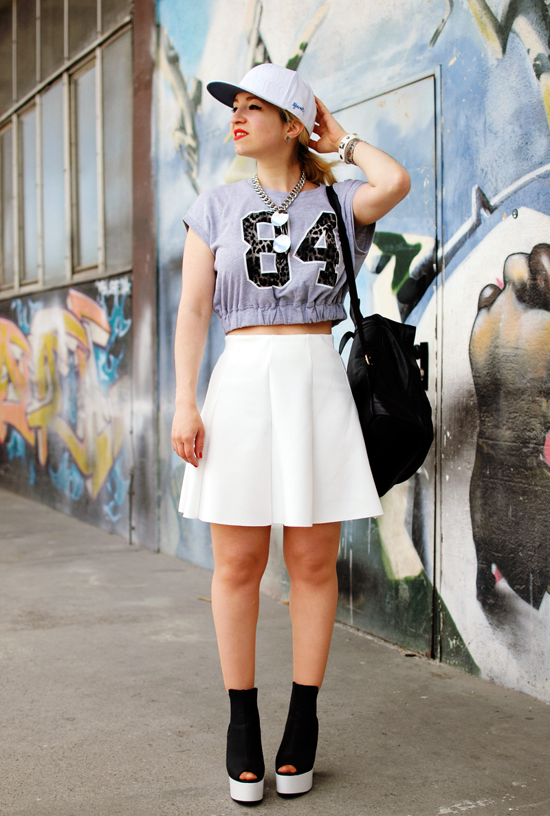 fcfindyourlook-sporty-fashionweek-white-summer-trend-skirt-outfit-neopren