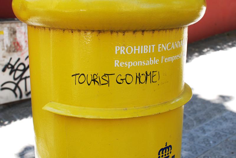 tourist-barcelona-muell-reise-gelb-yellow