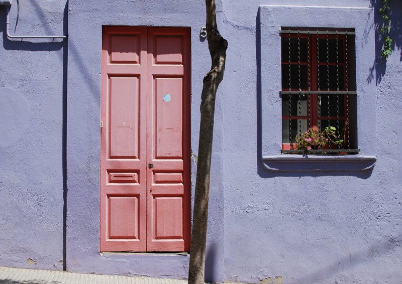 tuer-pastell-haus-barcelona-travel-reise