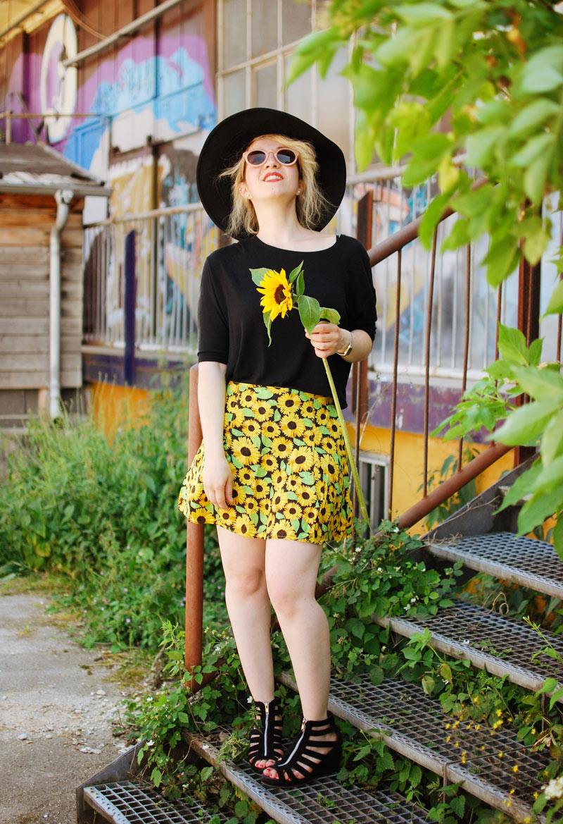 sunflower-floral-skirt-festival-outfit-blogger-fashion4