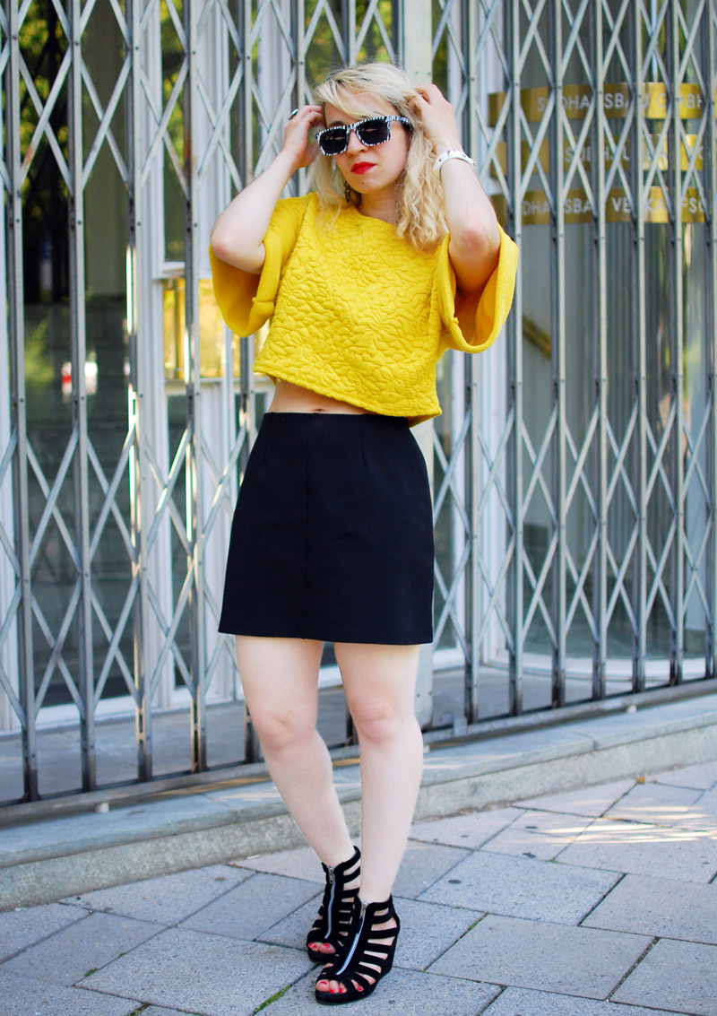 outfit-yellow-sweatshirt-blogger-fashion