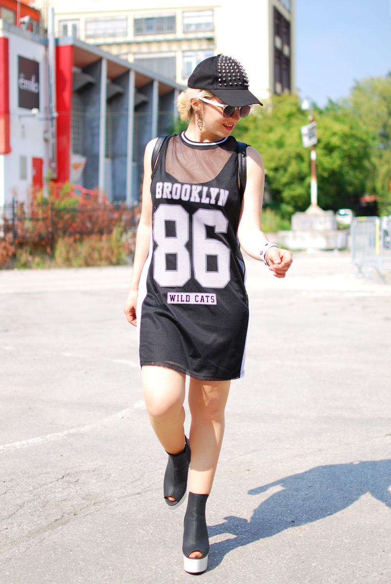 sporty-trend-numbers-dress-monochrome-outfit-blogger-fashion-nachgesternistvormorgen6