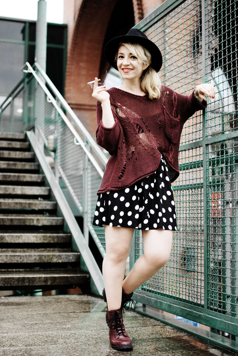 wine-red-distressed-knit-polka-dots-skirt-fashion-outfit-blogger-streetstyle