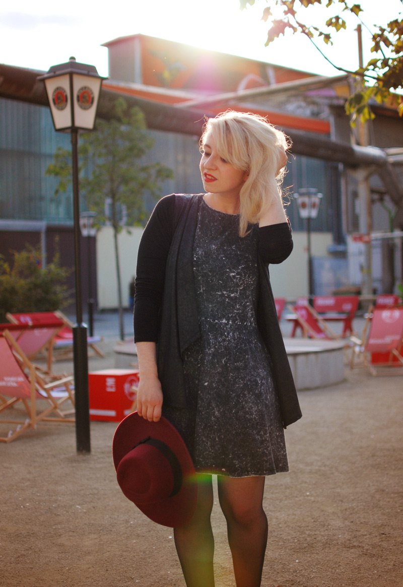 dress-sunset-outfit-fashion-blogger-grey-acid-washed-hat