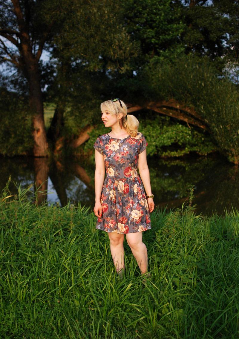 natur-nature-holiday-wald-feld-summer-blogger-urlaub-dress-floral-blumen-muster