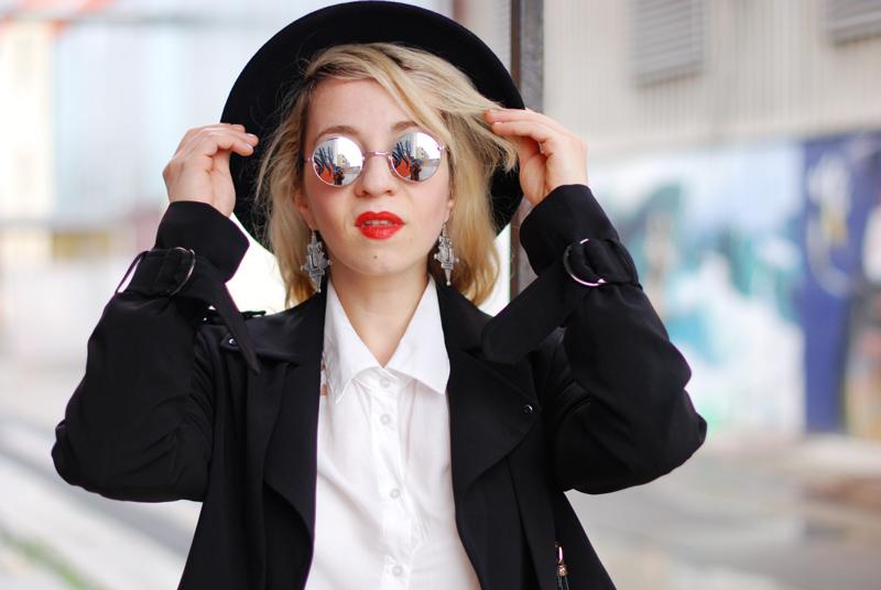 portrait-basics-denim-classic-trenchcoat-monochrom-ootd-fashionblogger