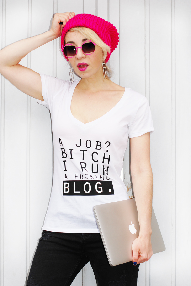 blogging-blogger-outfit-print-statemen-tshirt-knit-winter-pink-2