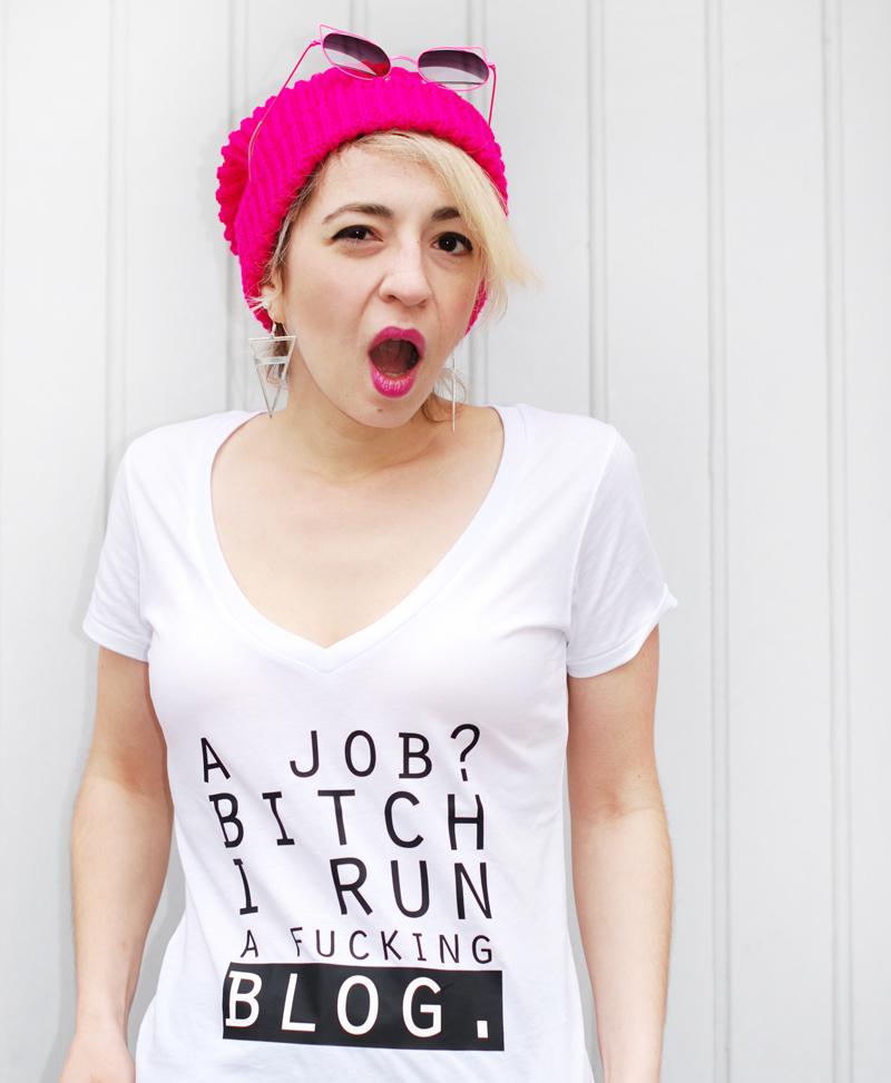 blogging-blogger-outfit-print-statemen-tshirt-knit-winter-pink-5
