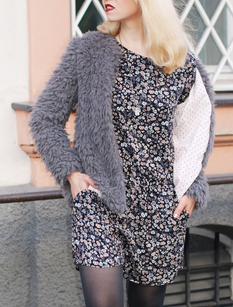 floral-jumpsuit-felljacke-herbst-fall-trend-fashionblogger-muenchen-coat-inspiration-outfit-3