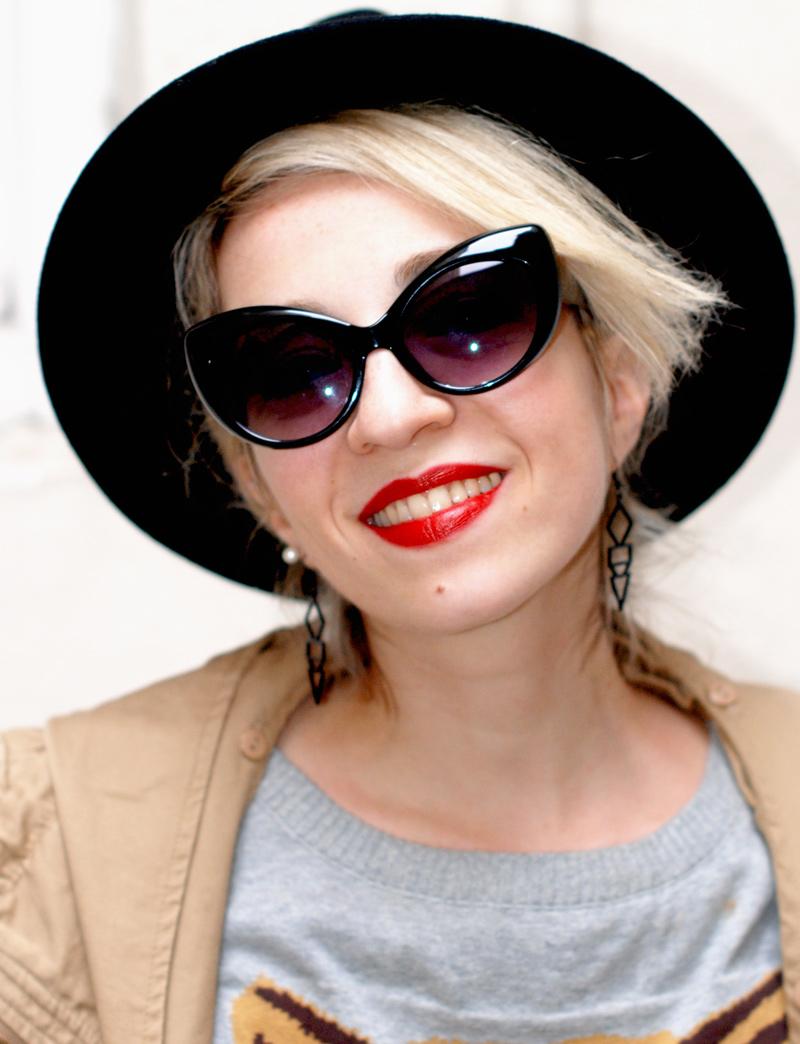 portrait-blogger-hut-sonnenbrille-cateye-blond-modeblog-muenchen