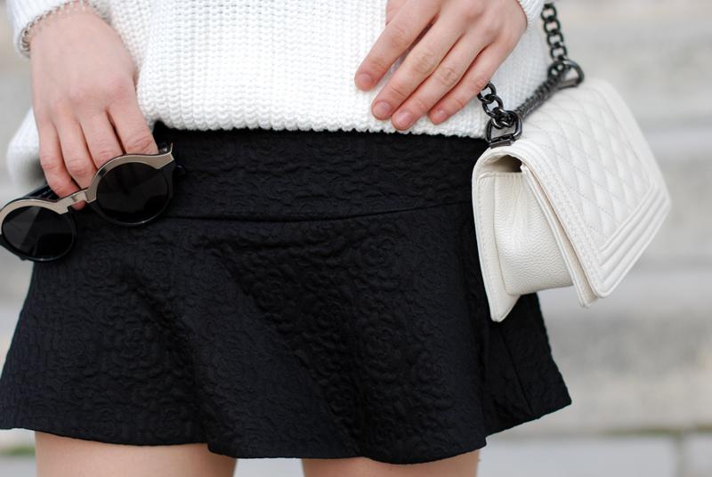 detail-2-vneck-tennis-pullover-vausschnitt-knit-monochrom-schoesschen-rock-peplum-trend-outfit