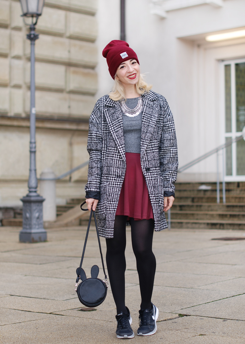 hahnentritt-handstooth-coat-winter-mantel-outfit-blogger-fashion-mode-burgundy-1