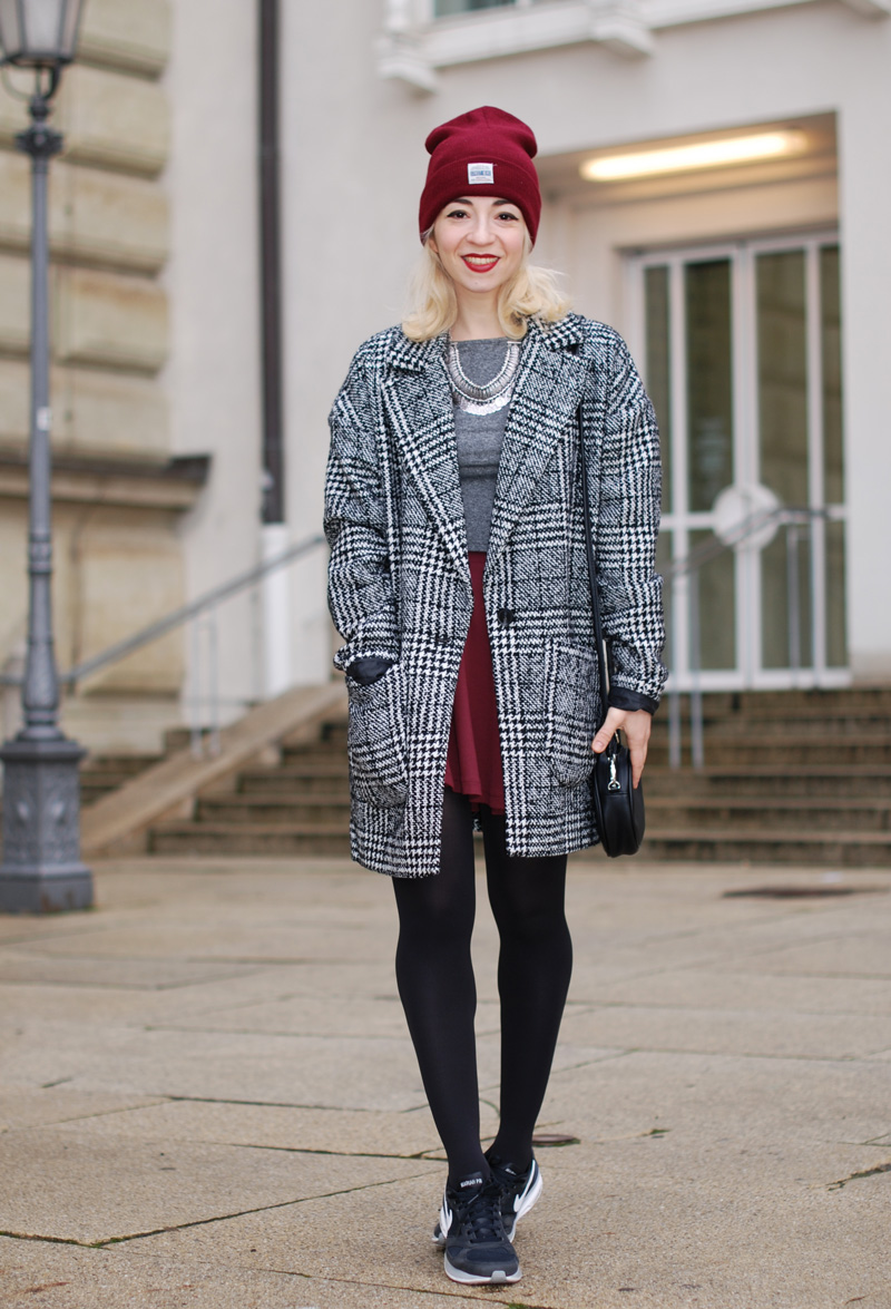 hahnentritt-handstooth-coat-winter-mantel-outfit-blogger-fashion-mode-burgundy