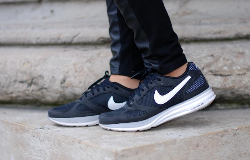 nike-sneakers-shoes-schuhe-monochrom-schwarz-blogger