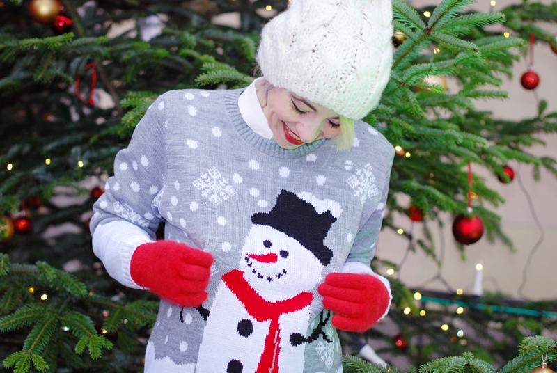 portrait-christmas-weihnachten-weihnachtsoutfit-outfit-pullover-schneemann-winter-modeblogger