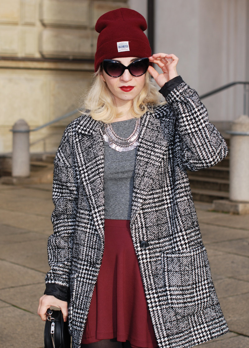 sunglasses-hahnentritt-handstooth-coat-winter-mantel-outfit-blogger-fashion-mode-burgundy