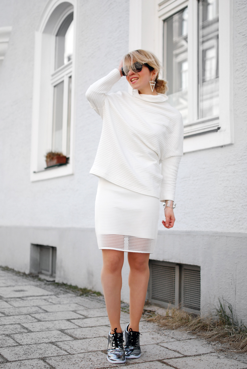 allover-white-outfit-netz-mesh-skirt-sporty-trend-fashion-blogger-3