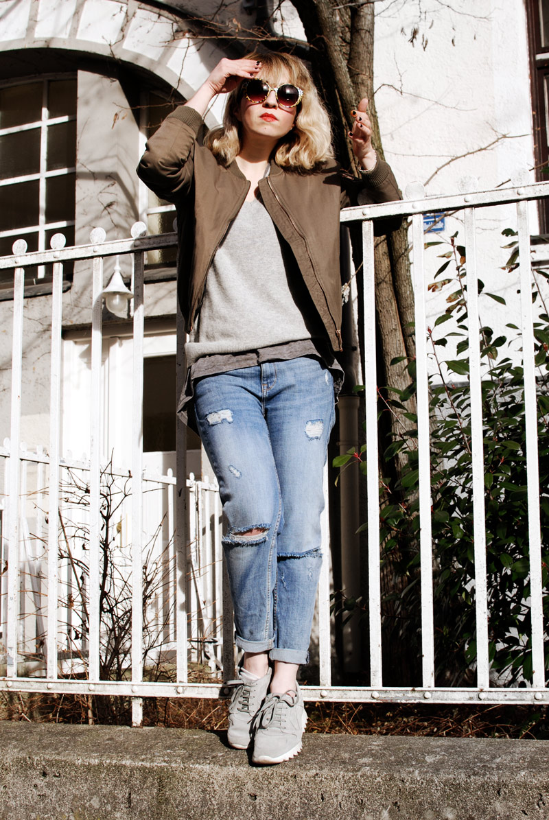 bomber-jacket-casual-outfit-ootd-fashion-blogger-distressed-denim-5