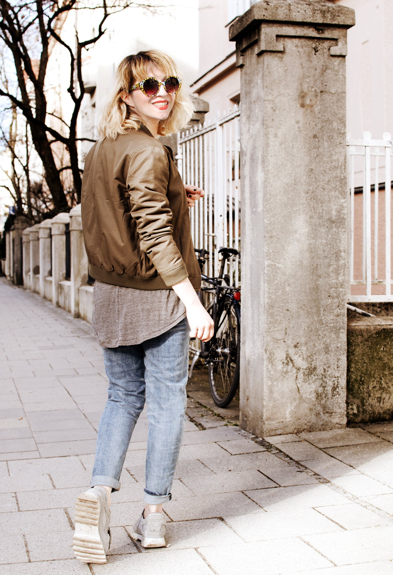 bomber-jacket-casual-outfit-ootd-fashion-blogger-distressed-denim-7