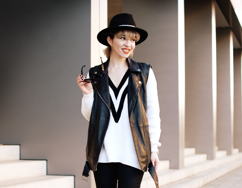 leather-vest-outfit-monochrom-trend-spring-vneck-fashionblogger-muenchen-5