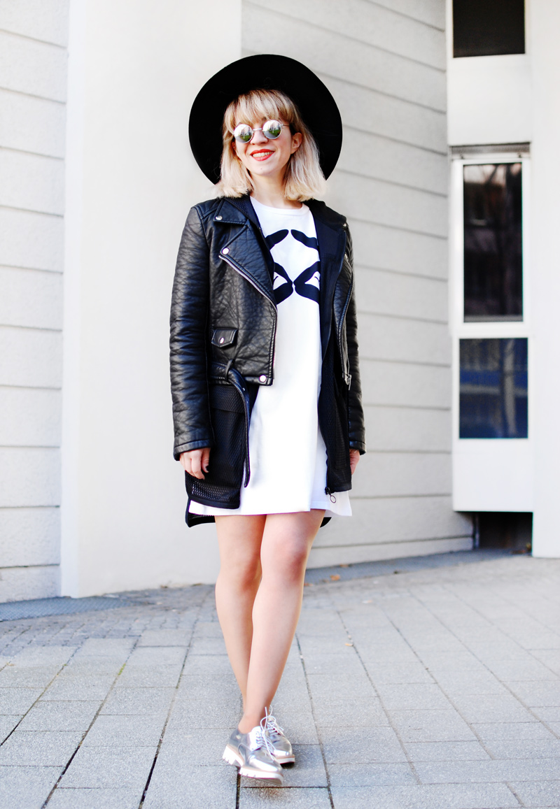 monochrome-outfit-shirtkleid-silver-shoes-blogger-fashion-3