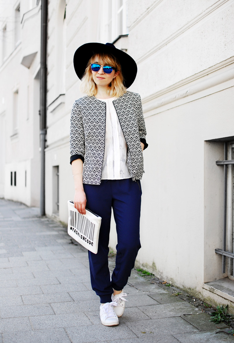 more-and-more-outfit-jogginghose-print-jacket-fashionblogger-11