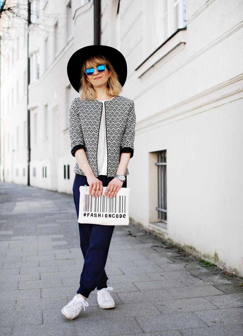 more-and-more-outfit-jogginghose-print-jacket-fashionblogger-6