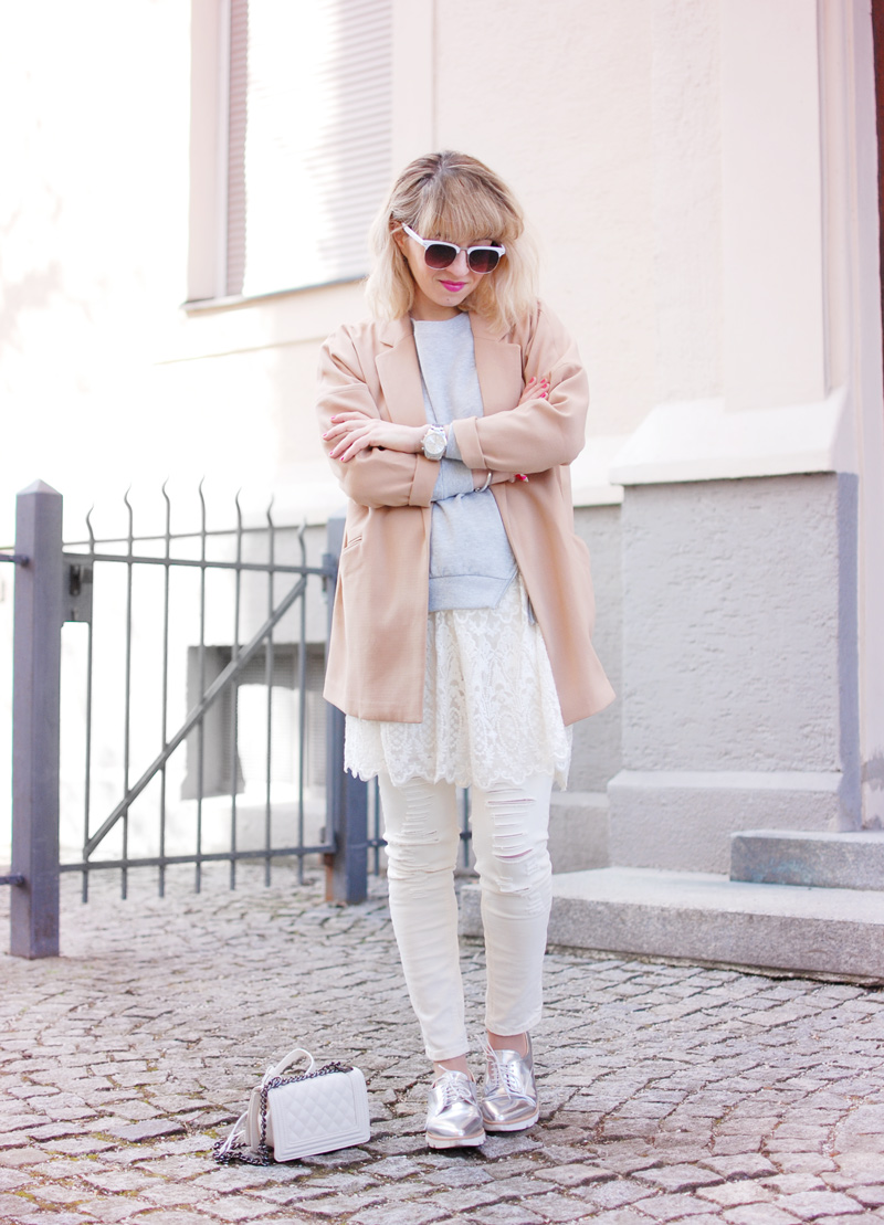 ripped-denim-lace-layering-spring-trend-fashionblogger-outfit-33