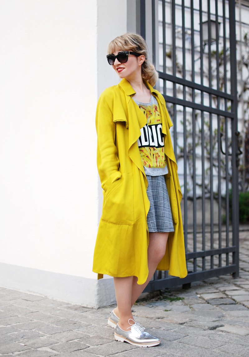 yellow-trenchcoat-funky-streetstyle-fashion-outfit-fashionblogger-3