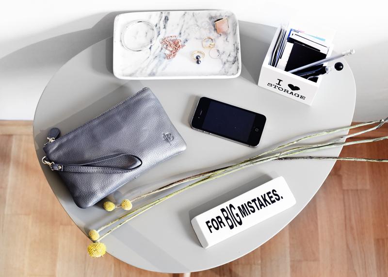 mighty-purse-iphone-apple-akku-desk-arbeitsplatz-blogger-nachgesternistvormorgen