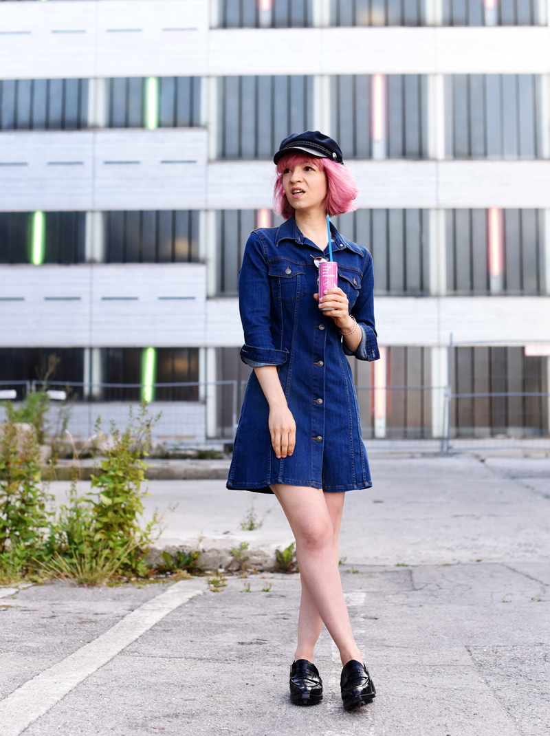 denim-dress-outfit-pinkhair-fashion-mode-fashionblog-nachgesternistvormorgen-muenchen-munich-outfit-ootd-inspiration-jeanskleid-2
