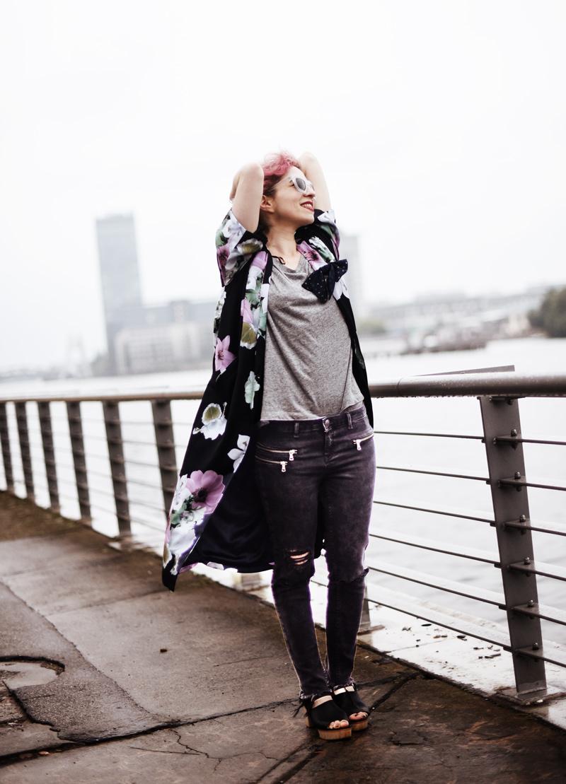 kimono-style-outfit-blogger-modeblog-fashionblog-berlin-blumenmuster-regen-nachgesternistvormorgen-1