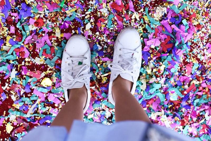 konfetti-fashionblogger-cafe-berlin-fashionweek-sneakers-trend-fbc15