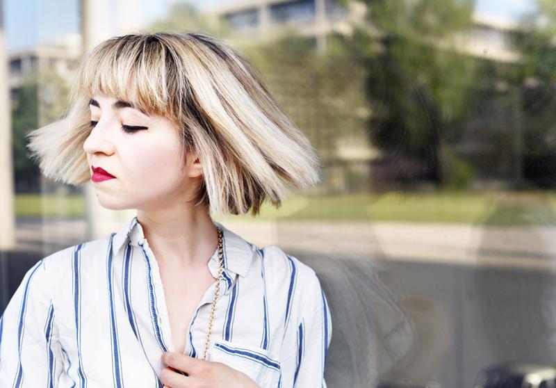 portrait-fashionweek-streetstyle-suit-kombi-streifen-hemd-blouse-outfit-look-ootd-nachgesternistvormorgen-modeblog-muenchen-sommer-inspiration-mbfwb