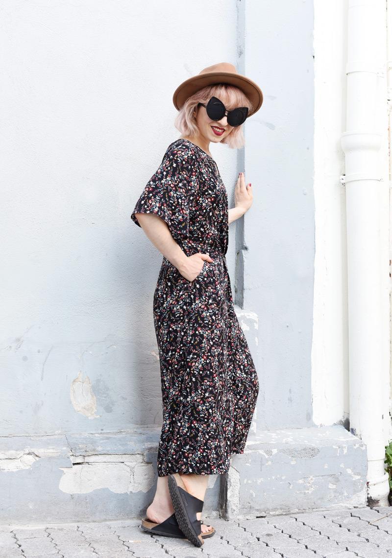 floral-jumpsuit-overall-fall-herbst-hat-darklips-nachgesternistvormorgen-fashionblogger-modeblog-munich-muenchen-pastellhaare-pastelhair-4