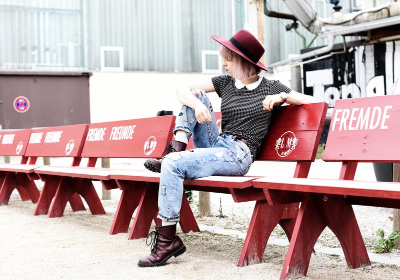 outfit-denim-jeans-zara-patches-docmartens-hat-edgy-style-nachgesternistvormorgen-fashionblog-muenchen-modeblogger-7