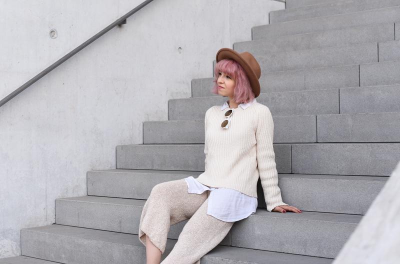 sit-outfit-ootd-knit-strick-culotte-trend-nachgesternistvormormorgen-fashionblog-modeblogger-munich-muenchen-layering-creme-beige-trend-herbst