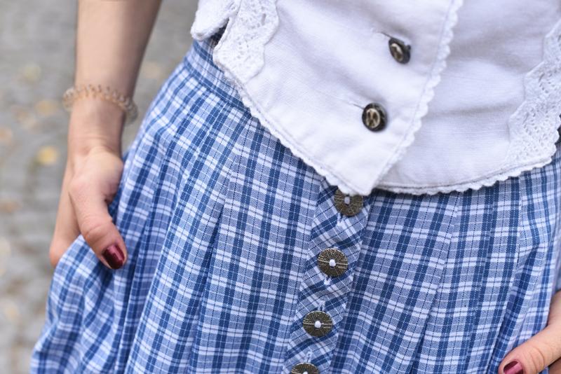 detail-dirndl-tracht-wiesn-oktoberfest-kariert-volksfest-tradition-outfit-modeblogger-muenchen-munich-bavaria-bayern-nachgesternistvormorgen