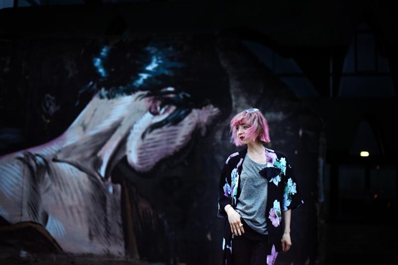 kimono-style-outfit-blogger-modeblog-fashionblog-berlin-blumenmuster-regen-nachgesternistvormorgen-11-6-Kopie
