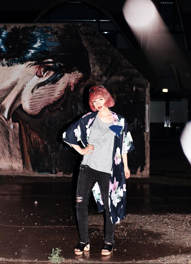 kimono-style-outfit-blogger-modeblog-fashionblog-berlin-blumenmuster-regen-nachgesternistvormorgen-33