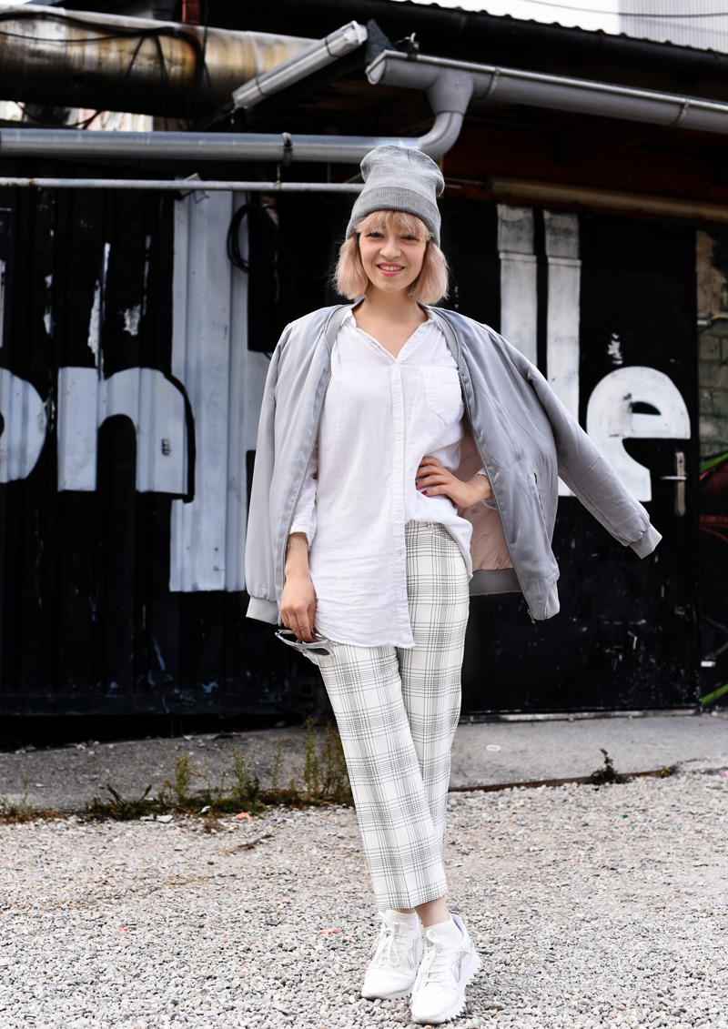 silver-bomber-jacket-white-grid-pants-zara-outfit-look-fashionblogger-muenchen-nachgesternistvormorgen-streetstyle-sporty-1