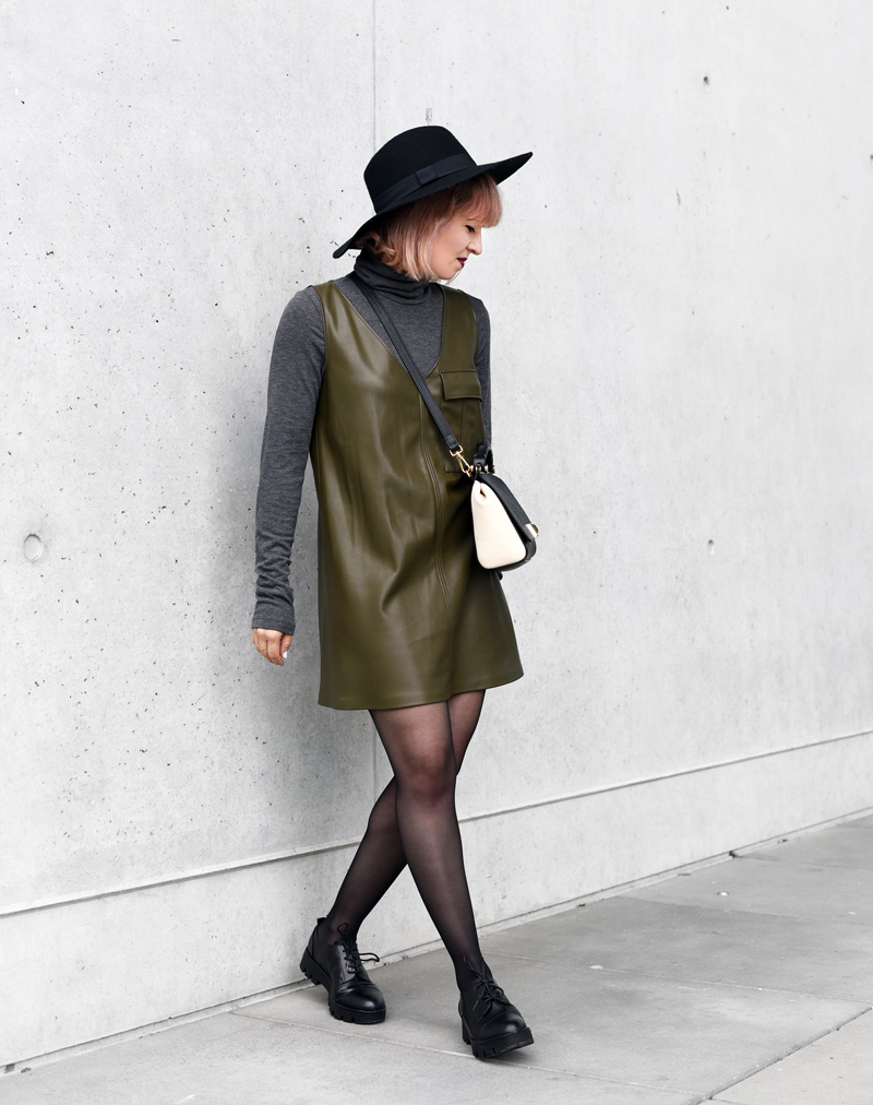 olivegreen-military-leather-vegan-dress-60ies-60ger-outfit-streetstyle-fashionblogger-nachgesternistvormorgen-munich-muenchen-mode-4