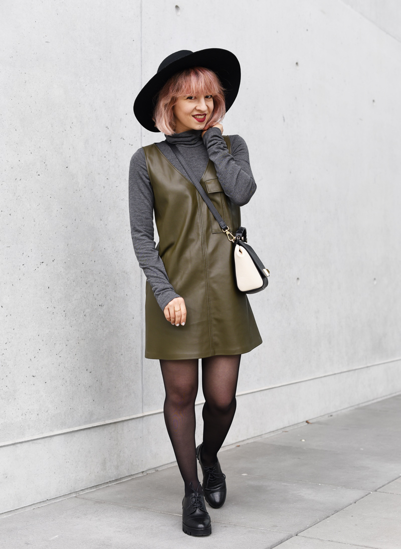 olivegreen-military-leather-vegan-dress-60ies-60ger-outfit-streetstyle-fashionblogger-nachgesternistvormorgen-munich-muenchen-mode-5
