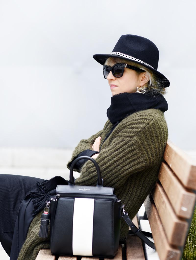 portrait-outfit-herbst-look-fall-trend-knit-strick-coat-mantel-olive-green-military-gruen-hallhuber-fashionblogger-modeblog-muenchen-nachgesternistvormorgen-1