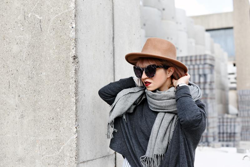 portrait-shades-of-grey-fall-trend-outfit-streetstyle-fashionblogger-nachgesternistvormorgen