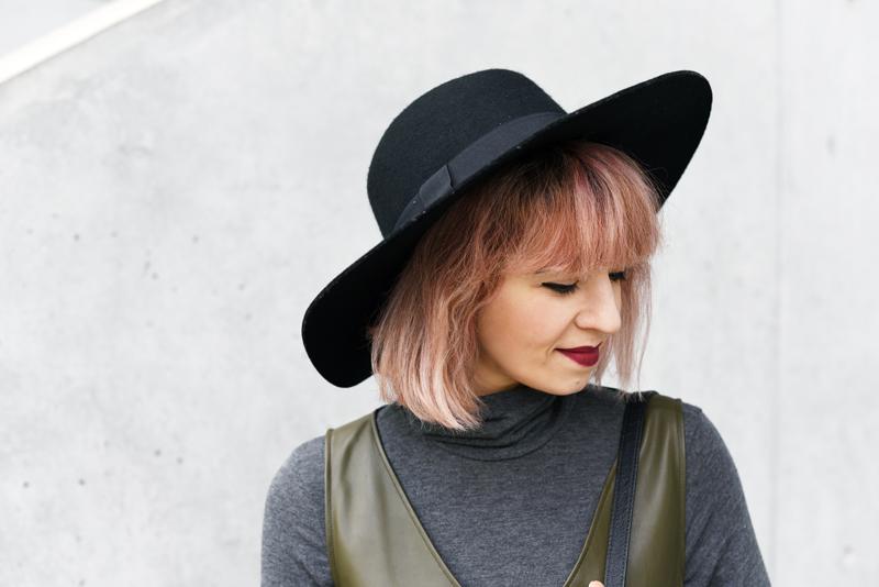 potrait-hat-hut-pinkhair