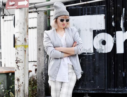 silver-bomber-jacket-white-grid-pants-zara-outfit-look-fashionblogger-muenchen-nachgesternistvormorgen-streetstyle-sporty-4