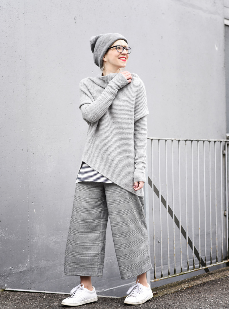 allgrey-grey-outfit-nachgesternistvormorgen-muenchen-fashionblogger-modeblog-mode-blog-winter-culotte-grau-5