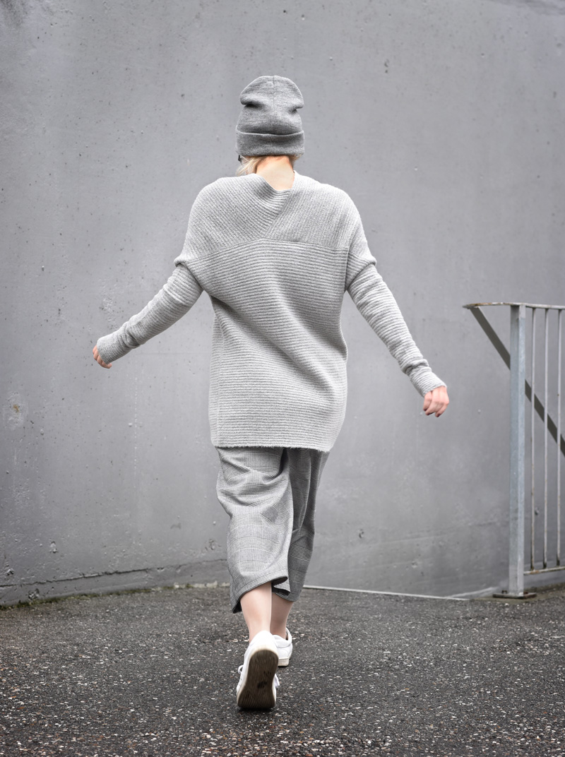 back-allgrey-grey-outfit-nachgesternistvormorgen-muenchen-fashionblogger-modeblog-mode-blog-winter-culotte-grau